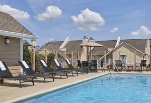 Pool - Sonesta ES Suites Lombard
