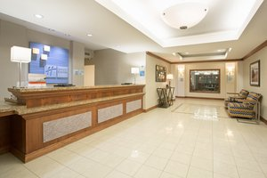 Lobby - Holiday Inn Express Hotel & Suites Concordia