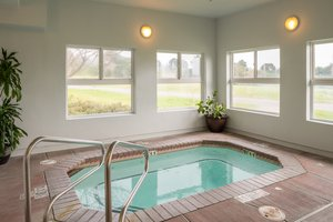 Spa - Holiday Inn Express Hotel & Suites McKinleyville