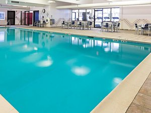 Pool - Holiday Inn Express Springfield