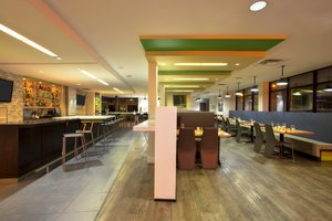 Bar - Holiday Inn Airport Polo Park Winnipeg