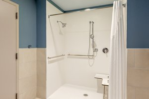 - Holiday Inn Express Hotel & Suites Union Gap