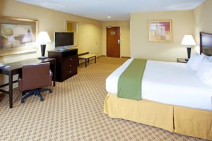 Room - Holiday Inn Express Hotel & Suites Chestertown