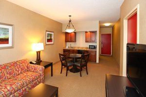 Suite - Holiday Inn Express Hotel & Suites Olathe