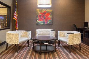 Lobby - Holiday Inn Express Hotel & Suites Lexington