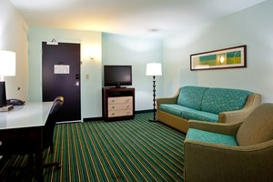 Suite - Holiday Inn Express Hotel & Suites Norfolk