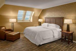 Room - Sheraton Suites Cuyahoga Falls