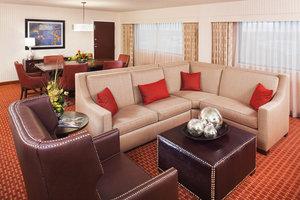 Suite - Sheraton Hotel Detroit Airport Romulus