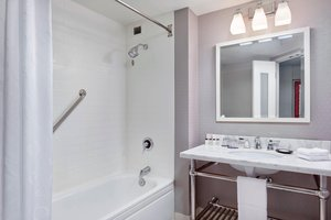 Room - Sheraton Bayfront Hotel Erie