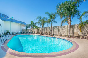 Pool - Holiday Inn Westbank Espressway Gretna