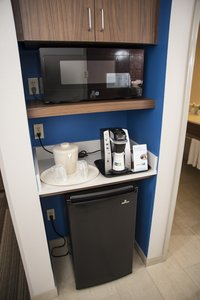 - Holiday Inn Express Hotel & Suites Downtown Lexington