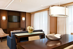 Suite - Sheraton Suites Country Club Plaza Kansas City