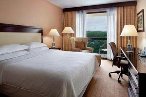 Room - Sheraton Chapel Hill Hotel