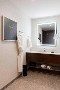Room - Sheraton Hotel Saint Hyacinthe