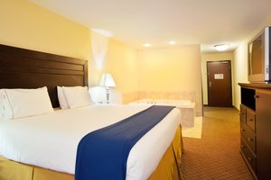 Suite - Holiday Inn Express Hotel & Suites Lansing