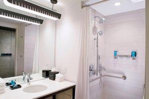 - Aloft Hotel Magnificent Mile Chicago
