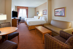 Suite - Holiday Inn Express Hotel & Suites Worthington