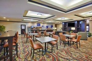 Restaurant - Holiday Inn Express Hotel & Suites Triadelphia