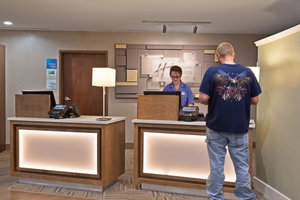 Lobby - Holiday Inn Express Hotel & Suites New Cumberland