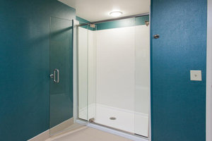 - Holiday Inn Express Hotel & Suites Warner Robins