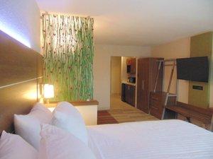 Room - Holiday Inn Express Hotel & Suites Wapakonet