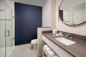 - Fairfield Inn & Suites by Marriott West Doral