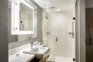 Room - SpringHill Suites by Marriott Country Club District Kansas City