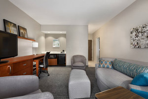 Suite - Courtyard by Marriott Hotel Fort Myers