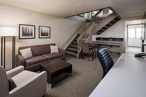 Suite - Delta Hotel by Marriott South Calgary