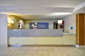 Lobby - Holiday Inn Express Airport Romulus