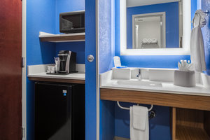 - Holiday Inn Express College Park