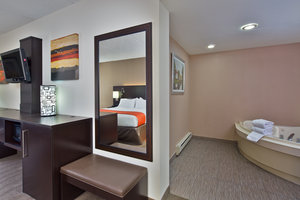 Suite - Holiday Inn Express Northeast Harrisburg