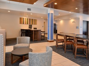 Lobby - Holiday Inn Express Hotel & Suites Island Lake Brighton