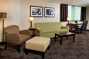Suite - Holiday Inn Express Hotel & Suites Green Tree Pittsburgh