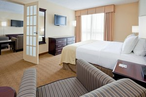 Suite - Holiday Inn South Plainfield