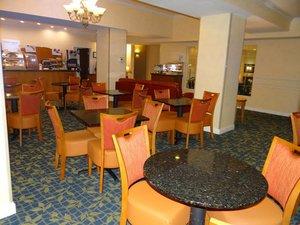 Restaurant - Holiday Inn Express Hotel & Suites Delmar