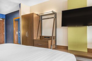 Room - Holiday Inn Express Hotel & Suites Clarion