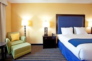 Room - Holiday Inn Express Hotel & Suites Newark