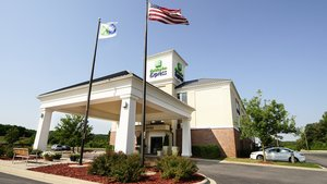 Exterior view - Holiday Inn Express Hotel & Suites Delafield