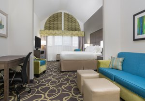 Suite - Holiday Inn Express Hotel & Suites Ames