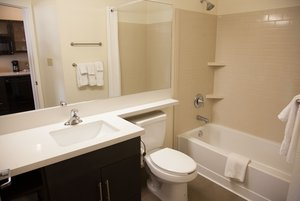 - Candlewood Suites South Alexandria