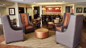 Lobby - Holiday Inn Express Tifton
