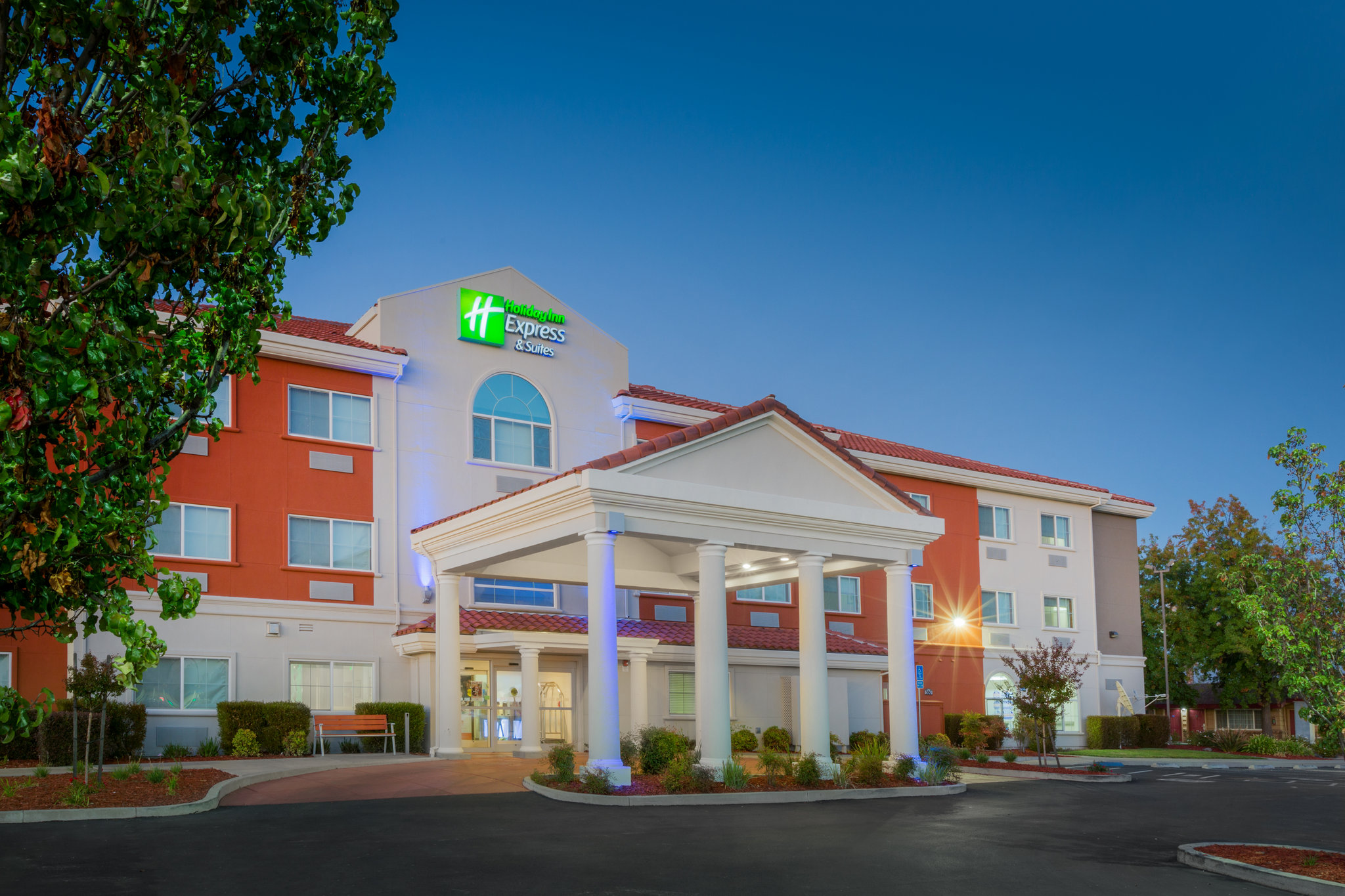Holiday Inn Express & Suites OROVILLE LAKE