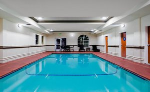 Pool - Holiday Inn Express Southwest Oroville