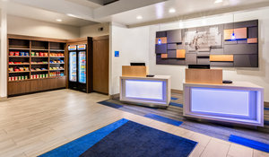 Lobby - Holiday Inn Express Southwest Oroville
