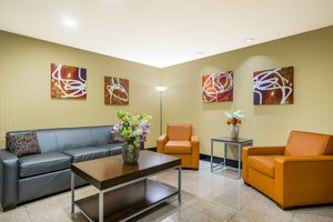 Lobby - Holiday Inn Express Hotel & Suites North East
