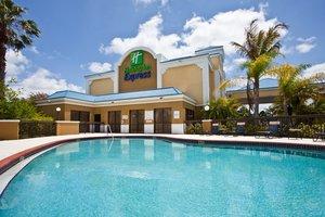 Pool - Holiday Inn Express West Vero Beach