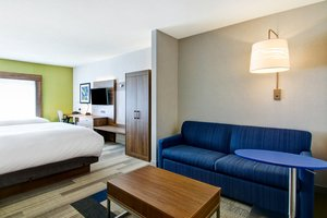 Suite - Holiday Inn Express Hotel & Suites Richmond Hill