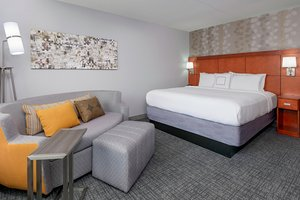 Room - Courtyard by Marriott Hotel Fort Wayne Downtown