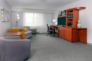 Suite - Courtyard by Marriott Hotel Fort Wayne Downtown